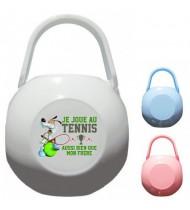 Boîte à tétine personnalisée je joue au tennis aussi bien que mon frère