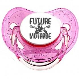 Tétine bébé future motarde